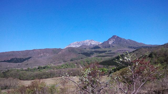 雪が残る大山