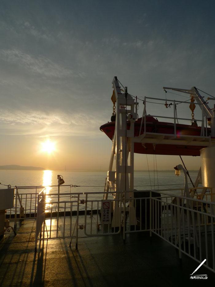 夕焼けの甲板