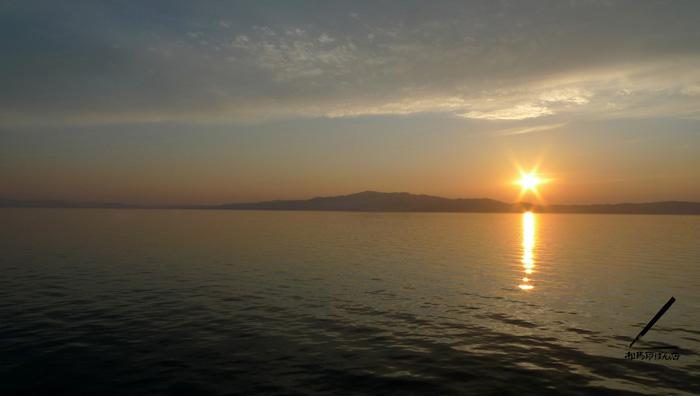 海上から夕焼けの景色