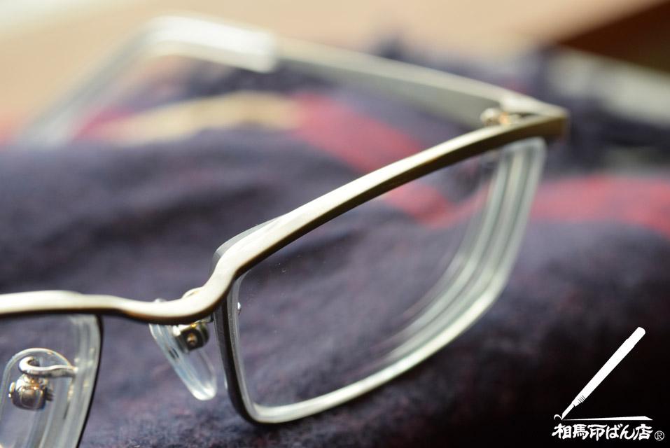 チタンフレームのメガネ リドルチタニューム