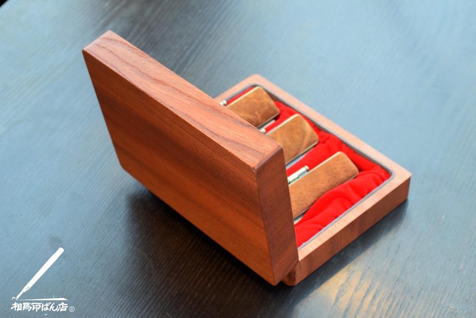 オリジナルの3本入り欅のケース
