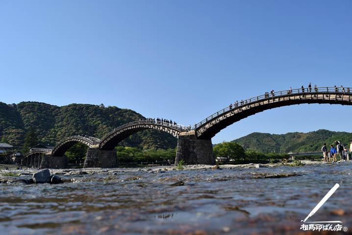 水辺から撮影した錦帯橋