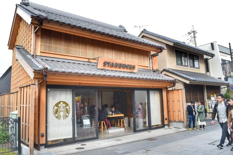 川越市の街並みに合わせた素敵なスターバックスコーヒーの店舗
