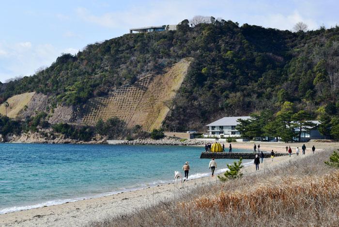直島にある黄色いカボチャ
