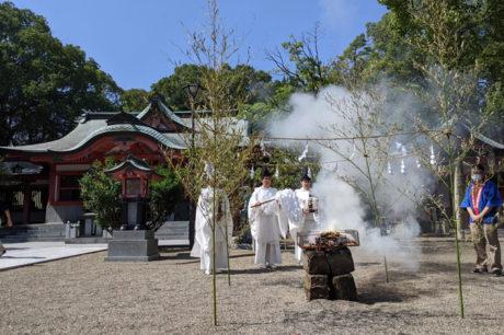 宮崎市の宮崎八幡宮で不要になった印鑑の供養を行いました。