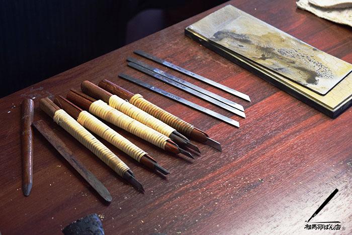 宮崎の印鑑屋。刀を研ぐ
