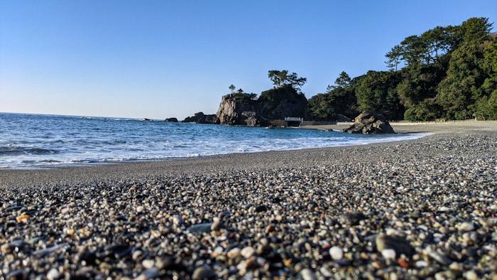 朝、高知市の桂浜を散策