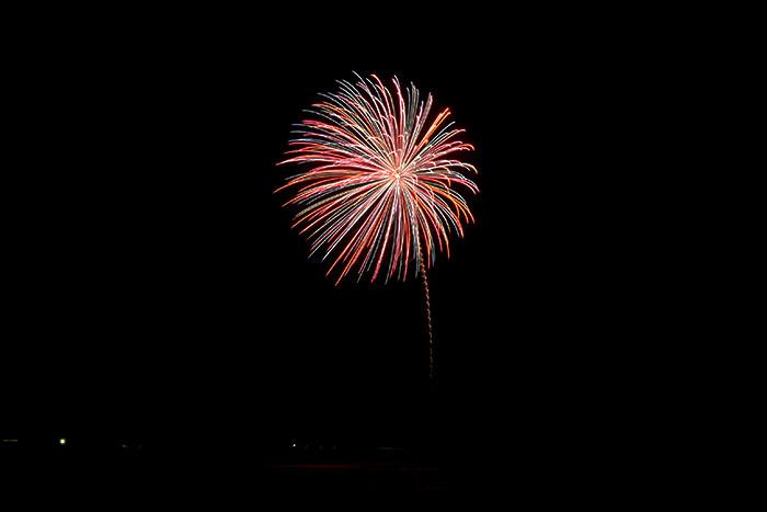 高鍋町の夜空を飾る美しい花火