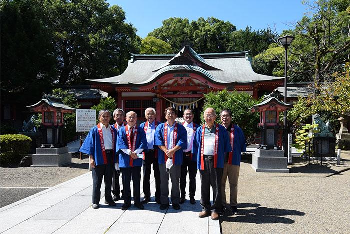 宮崎八幡宮で記念撮影